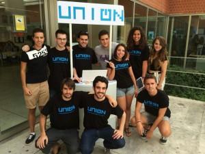 Algunos miembros de uniON en las jornadas de acogida para nuevos estudiantes en el campus de Vicálvaro.